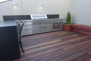 Decking with a bbq at the back and raised deck type seat